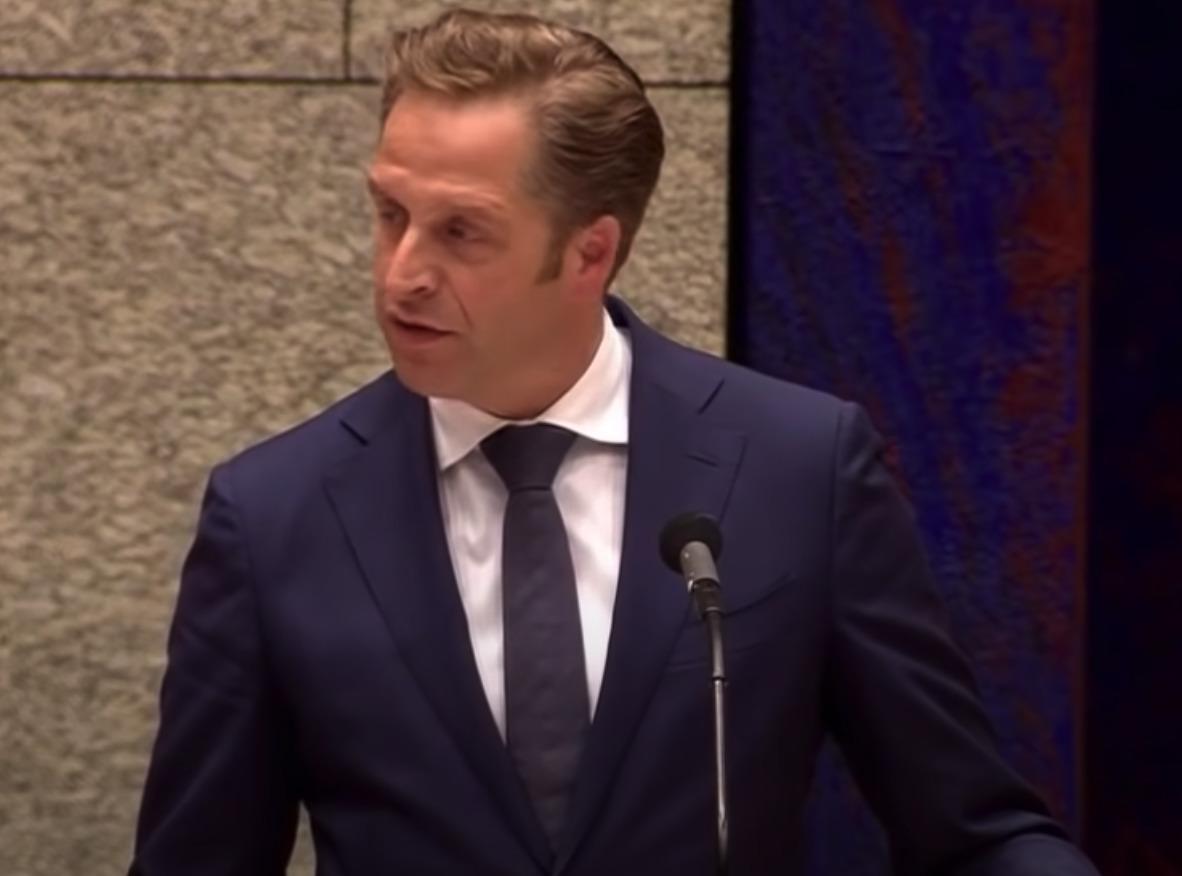 Hugo de Jonge dreigt met maatregelen: 'Blijven zitten en zwijgen'